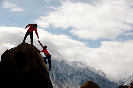 helpen, coachen, reikende hand, samenwerken